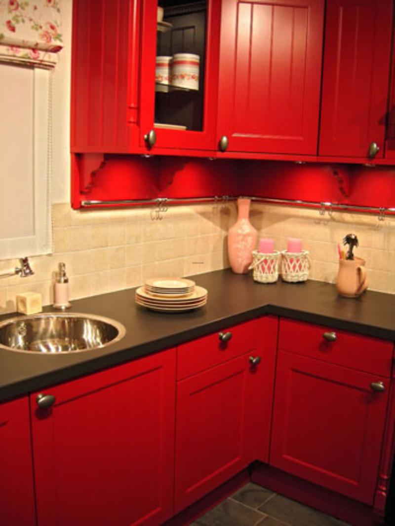Дизайн кухни хрущёвке красный цвет