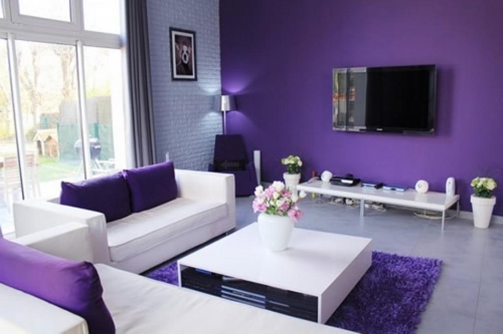 Дизайн зала в фиолетовом цвете фото