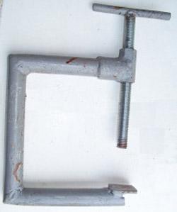 Струбцина из водопроводной трубы