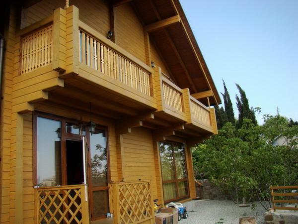 Балкон в частном доме - особенности его строительства и даль.