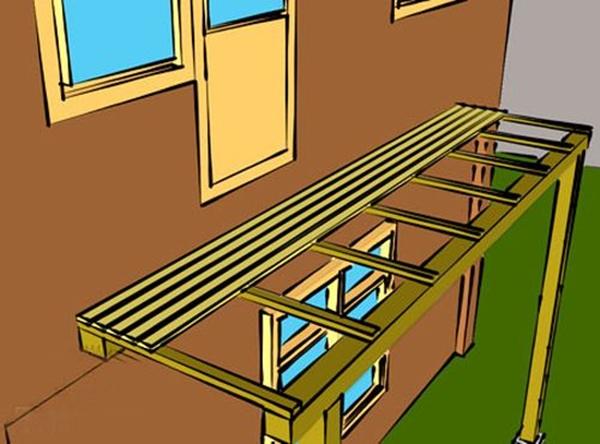 Балкон на деревянных балках..