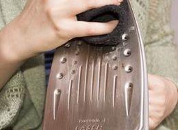 Как быстро почистить утюг от накипи и гари