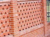 Строим кирпичный забор с фундаментом своими руками