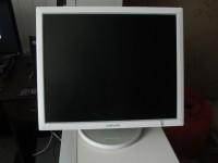 Что купить под огромный монитор