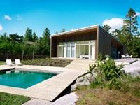 Небольшой загородный дом и придомовая территория: улучшаем жизненную среду с помощью освещения