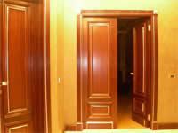 Двери из массива и шпонированные двери